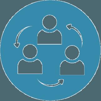 Coach e.V. Logo für Gruppenarbeit. Blaues Piktogramm von 3 Menschen die mit Pfeilen verbunden sind.