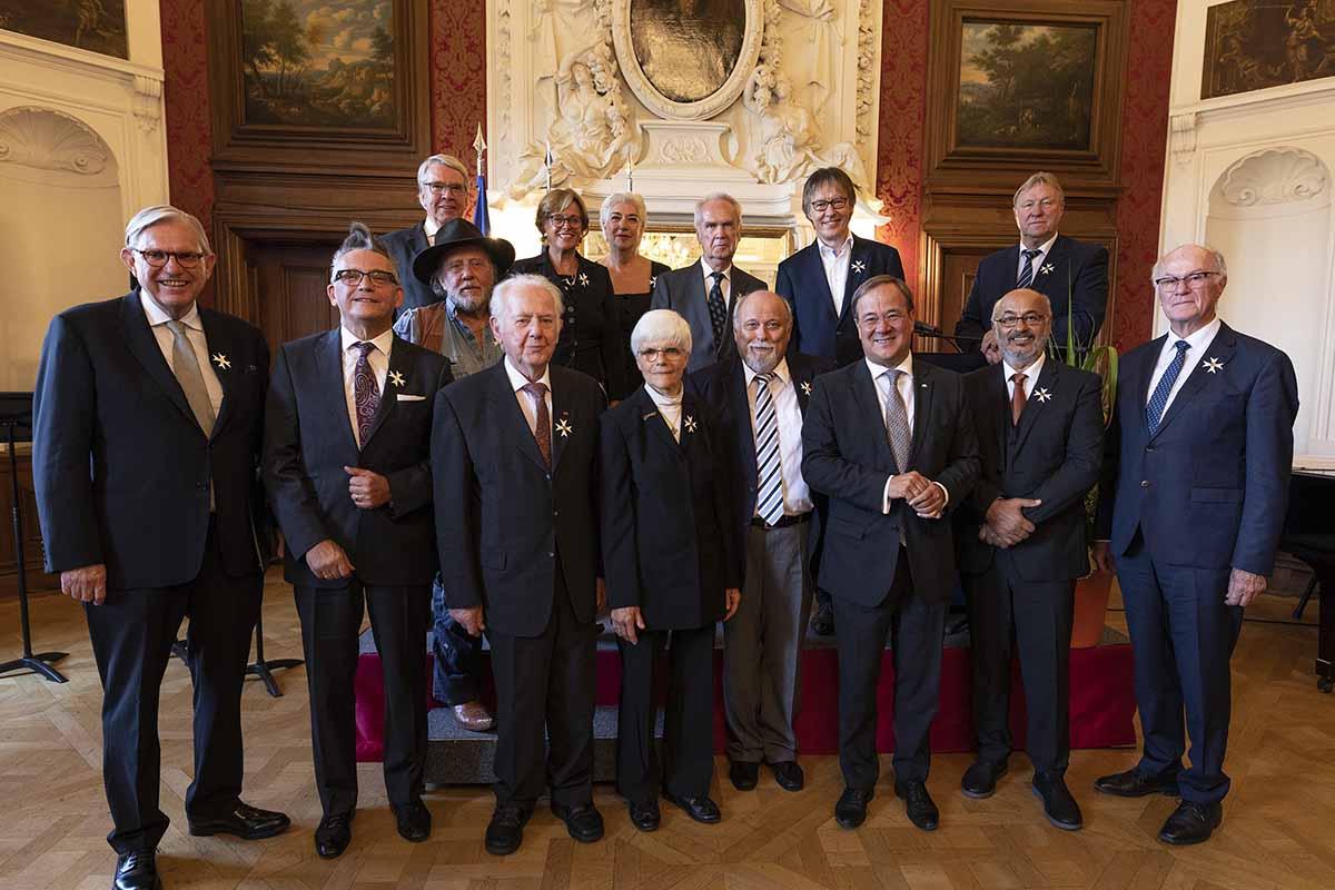 MP Armin Laschet verleiht Landesverdienstorden